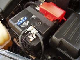 As baterias dos automóveis são baterias de chumbo, que geram normalmente 12 volts