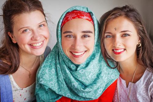 As diferenças étnicas estão estampadas até mesmo nas formas de se vestir