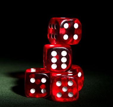 As faces de um dado representam números.  Os números 1, 3 e 5 são considerados ímpares, e 2, 4 e 6 são pares