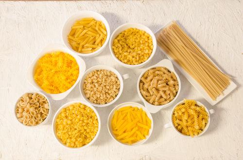 As massas, em geral, apresentam farinha em sua composição e, por isso, possuem glúten