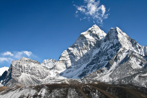 As montanhas diferenciam-se pela altitude mais elevada em relação às outras formas de relevo
