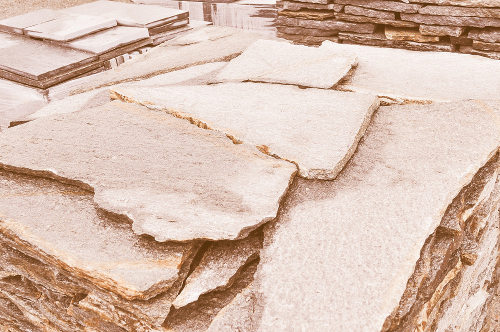As rochas metamórficas, como o gnaisse, a ardósia e o mármore, são muito utilizadas na construção civil