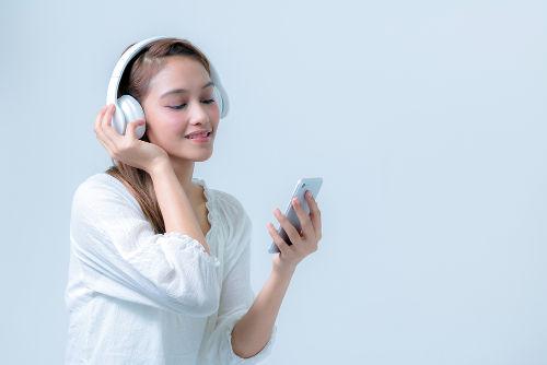 As transferências de dados sem fio como o Bluetooth e o infravermelho são as mais usadas