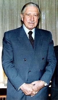 Augusto Pinochet, participou do golpe militar e foi presidente no período da ditadura no Chile*