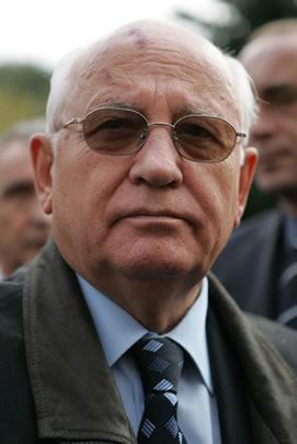 Em 25 de dezembro de 1991, a renúncia de Mikhail Gorbachev oficializou o fim da URSS.*