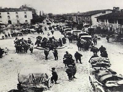 Tropas italianas retirando-se de Caporetto