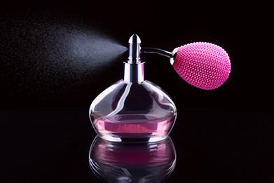 Quando um perfume é aspergido ou quando seu vidro se quebra, em pouco tempo sente-se o cheiro do perfume em todo o ambiente. Isso ocorre em virtude da