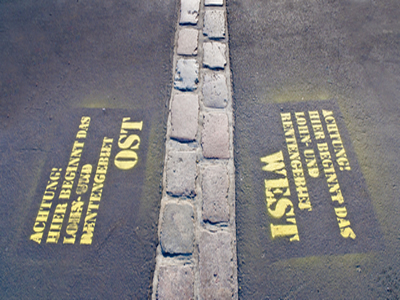 Localização de onde existiu o Muro de Berlim, construído 13 anos após o bloqueio da cidade pelos soviéticos.