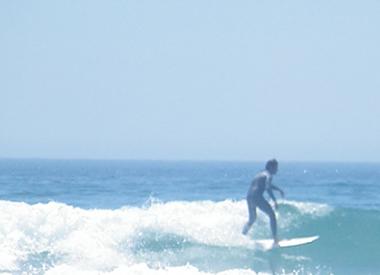 As ondas, ao se quebraram na superfície do mar, trazem grande quantidade de energia