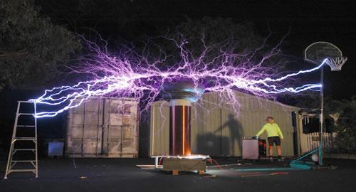 A eCoupled é uma tecnologia de transferência de energia usando imãs e não mais um emaranhado de fios.