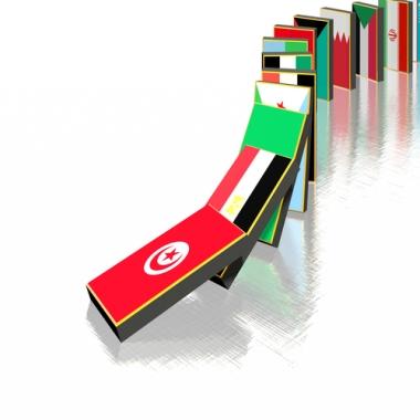 A Primavera Árabe atua como um efeito dominó sobre as ditaduras árabes