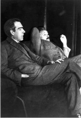Böhr e Einstein defendiam a utilização da energia nuclear apenas para fins pacíficos