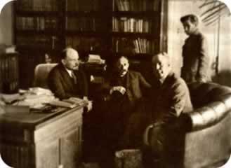 Reunião entre o líder bolchevique, Lênin (primeiro à esquerda), e proprietários da iniciativa privada para a implantação da Nova Política Econômica, n