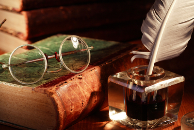 A linguagem literária não possui compromisso com a transparência: sua intenção é fazer do discurso um objeto estético, e não apenas linguístico