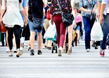 A teoria da transição demográfica versa sobre o ritmo de crescimento da população