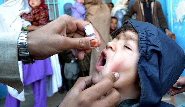 Campanha de vacinação contra a poliomielite no Paquistão *