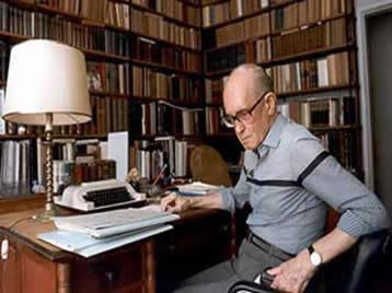 Carlos Drummond de Andrade é conhecido como um dos maiores poetas de todos os tempos