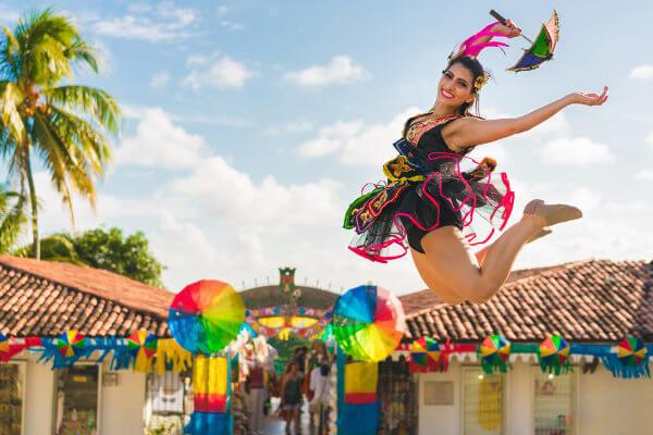 O Carnaval é tempo de festa, porém é importante cuidar do corpo para curtir a folia com saúde e segurança.