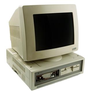 Um exemplo de obsolescência programada são os computadores que rapidamente se tornam velhos e ultrapassados