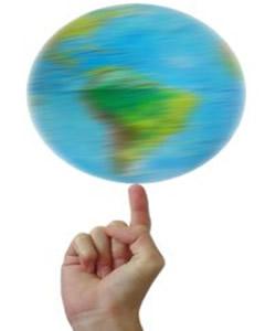 No mundo globalizado, o mundo ficou pequeno, ao alcance das mãos, e as migrações tornaram-se intensas