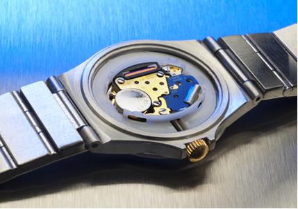 A pilha de relógio de pulso costuma ser a pilha de mercúrio