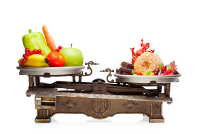 Geralmente, as cantinas escolares oferecem mais opções de alimentos industrializados mais calóricos do que alimentos naturais nutritivos