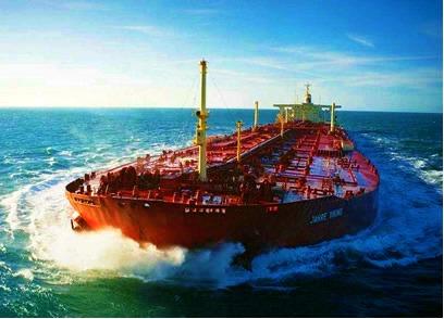 Transporte de petróleo realizado por superpetroleiro