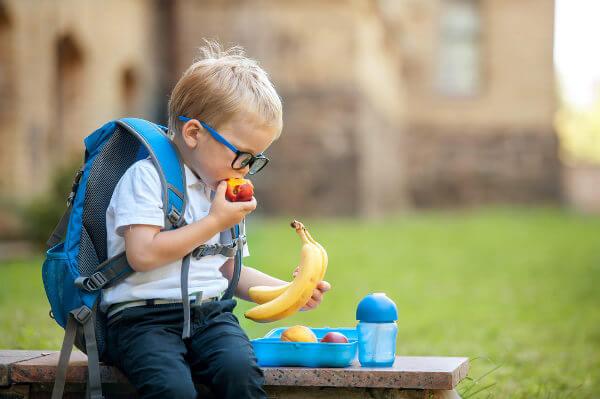 A alimentação saudável deve acompanhar-nos em todos os locais, inclusive na escola.