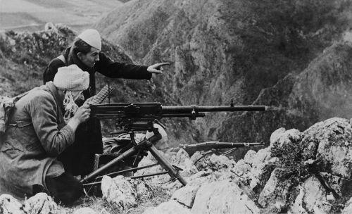 Croatas e bósnio-muçulmanos lutando contra os partisans na Bósnia, em 1944