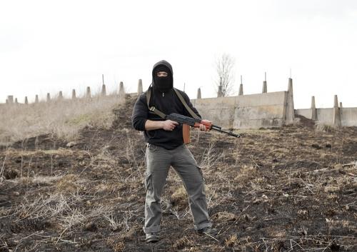 Mesmo que aparentemente semelhantes, terroristas e guerrilheiros possuem várias diferenças