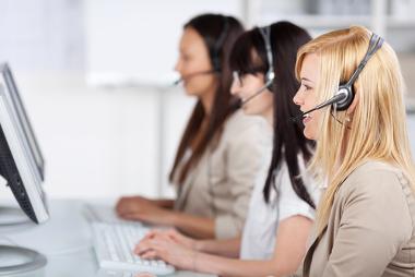 Os atendentes de call center são um exemplo de atividades do Setor Terciário
