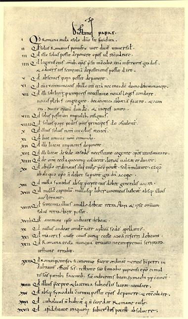 Acima, o documento Dictatus Papae, elaborado pelo Papa Gregório VII no século XI