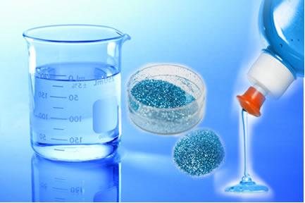 Neste experimento, a tensão superficial da água será testada apenas com purpurina e detergente