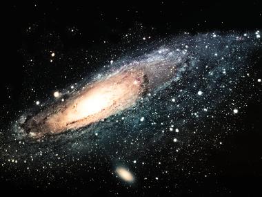 No Universo em expansão, as galáxias se afastam umas das outras