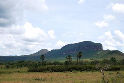 O Parque Nacional da Chapada dos Veadeiros, situado ao nordeste do estado de Goiás, protege áreas de Cerrado de altitude e antigos garimpos.*