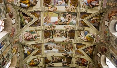 Detalhe do teto da Capela Sistina, pintada por Michelangelo.*