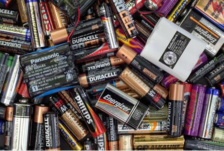 Diferentes tipos de pilhas e baterias usados em um centro de reciclagem em 16 de julho de 2013, em Fairfax*