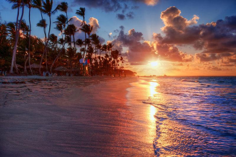 Durante o dia, as brisas têm sentido do mar para a praia; à noite, da praia para o mar