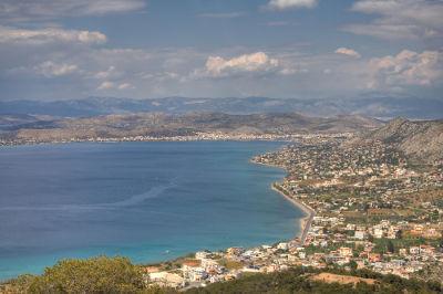 Acima, visão panorâmica da ilha da Salamina, na Grécia, região em que ocorreu uma das principais batalhas entre gregos e persas
