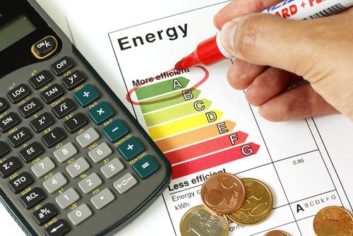 Calcular o consumo de energia pode incentivar a mudança em pequenos hábitos, causando, consequentemente, a diminuição de gastos