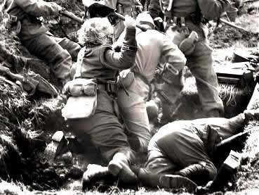 Soldados alemães e soviéticos em confronto direto na Batalha de Stalingrado.