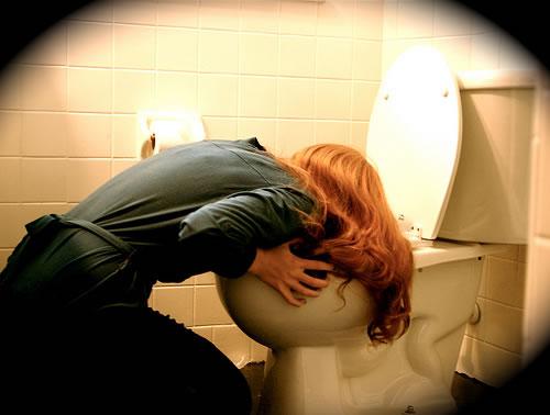 As pessoas que sofrem desta doença se forçam a vomitar após cada refeição.