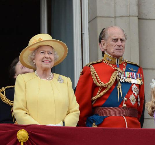 Elizabeth II é a atual Rainha da Inglaterra e ocupa o trono inglês desde 1952.*