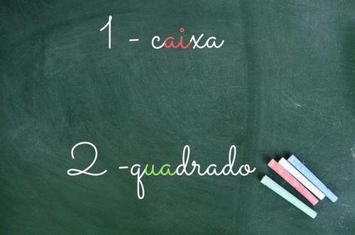 Em (1), o encontro vocálico é formado pela sequência vogal+semivogal. Em (2), a sequência é semivogal+vogal