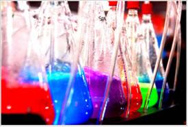 Em indústrias, principalmente, é necessário realizar cálculos estequiométricos das reações para saber seu rendimento.