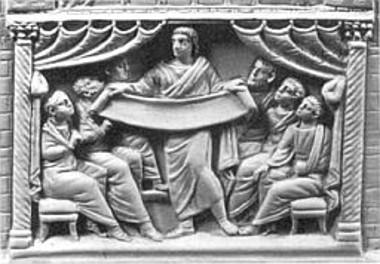 Escultura em relevo de Marcião mostrando seu cânone para os seus seguidores