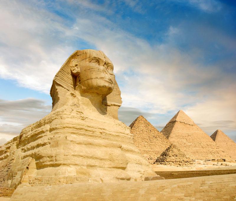 Esfinge e pirâmides no Egito, símbolos das construções da Antiguidade