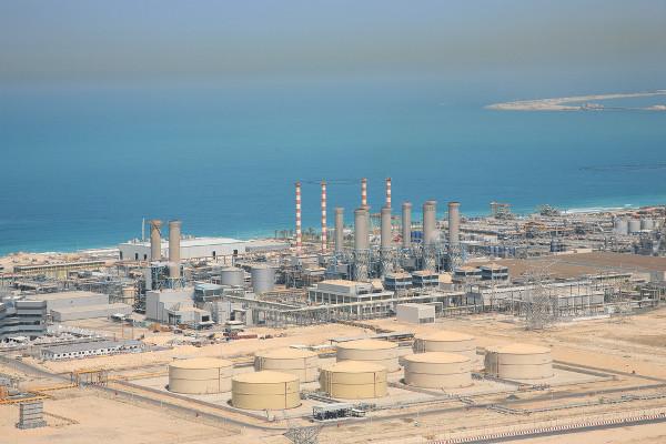 Estação de dessalinização da água em Dubai