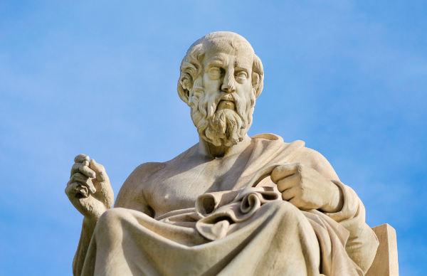 Estátua de Platão, um dos maiores pensadores da Grécia Antiga e o principal discípulo de Sócrates.