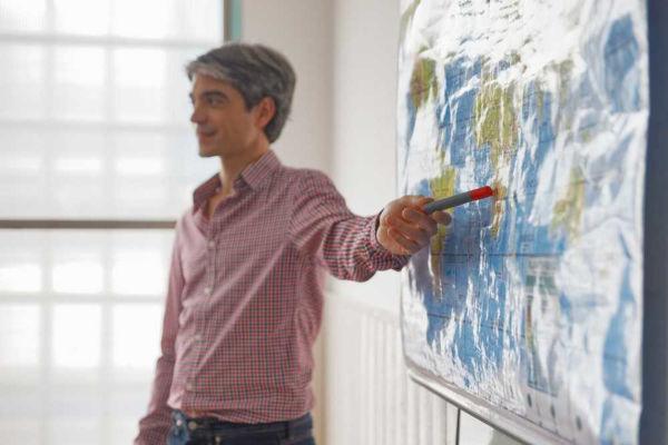 Ao falar sobre tipos de relevo, o professor deve recorrer a estratégias diversas para não tornar a aula maçante.